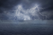 Fototapete - The Lightning on the Ocean